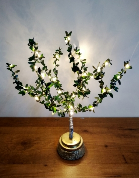 CajuArt Dekoratif Yeşil Yapraklı Led Işıklı Metal Ağaç Abajur Ev Dekoru