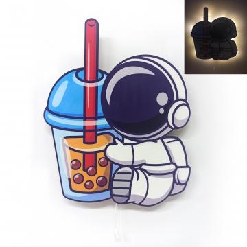 CajuArt Astronot İçecek Ahşap Led Işıklı Çocuk Odası Duvar Tablosu Dekor